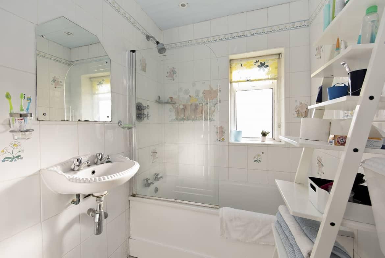 Upper Road Denham, UB9 5EJ - Bathroom