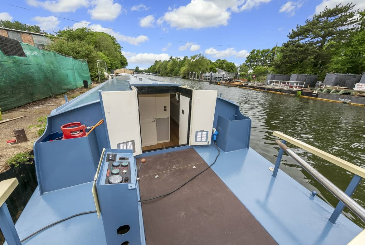 Widebeam-narrowboat-for-sale-Aft-deck-Home-Comforts TW12 2HF