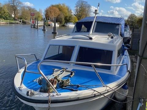 Cabin cruiser for sale - Riverside stainesonthames tw183nj
