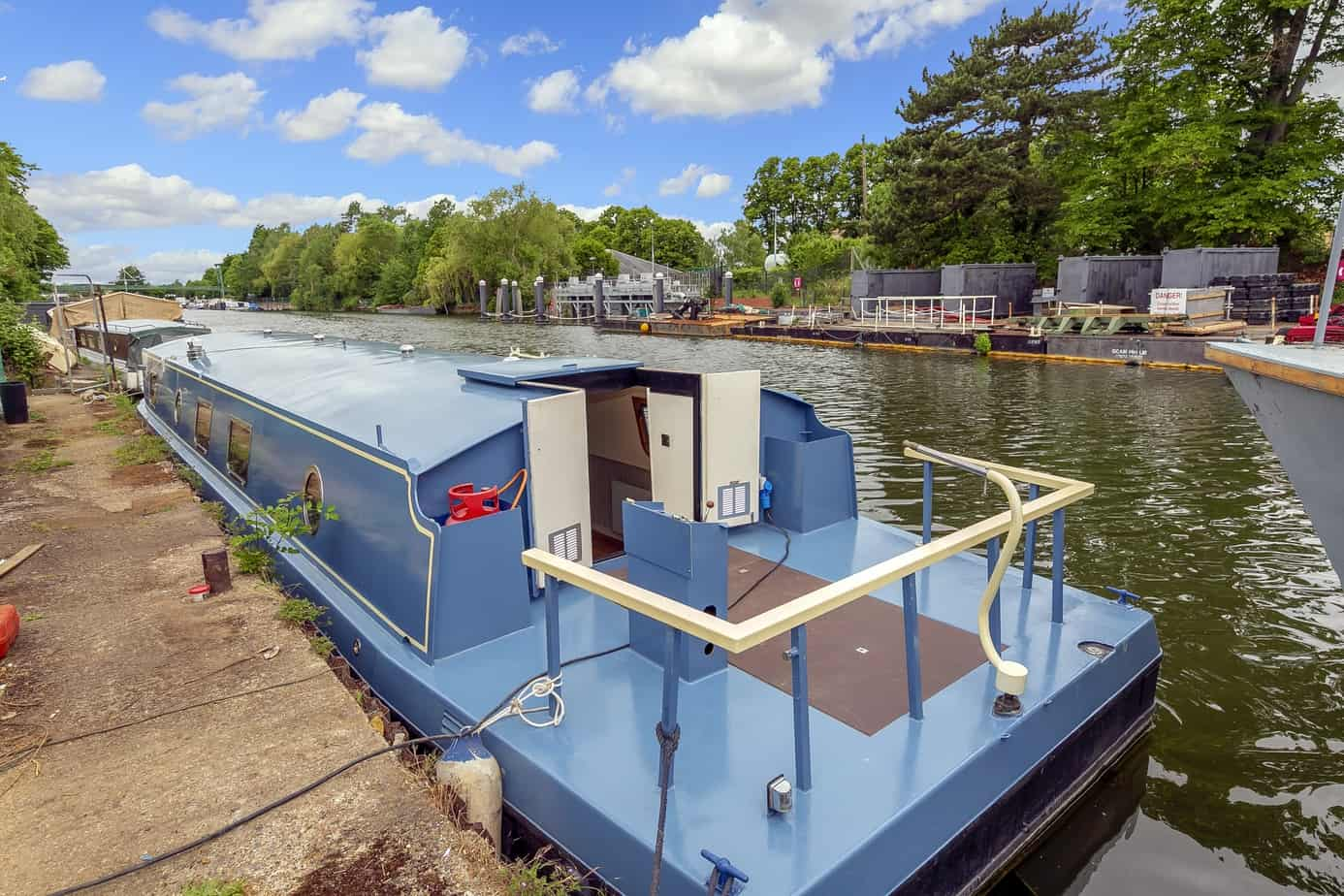 Widebeam-narrowboat-for-salePort-side-view-Home-Comforts TW12 2HF