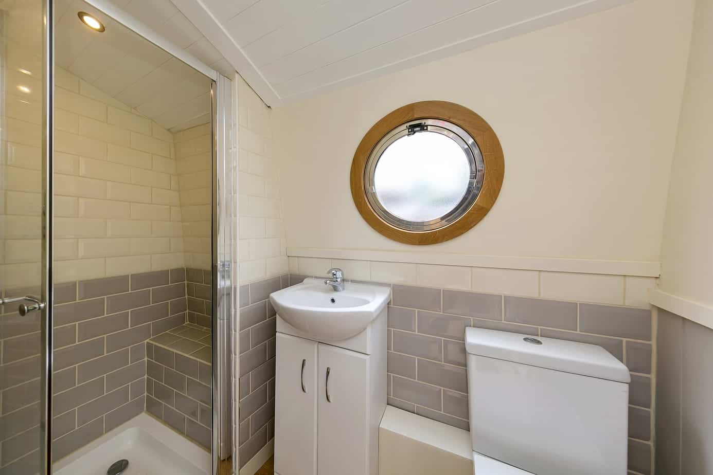 Widebeam-narrowboat-for-sale-Shower-room-Home-Comforts TW12 2HF