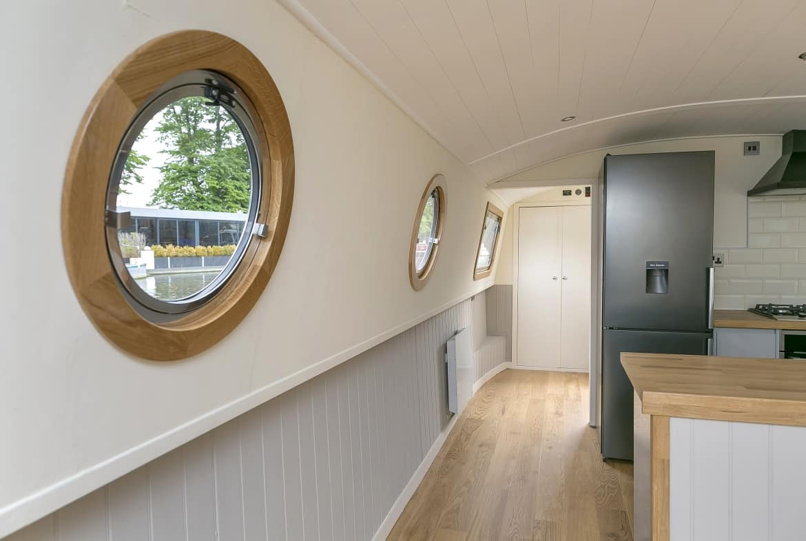 Widebeam-narrowboat-for-sale-entrance-hall-Home-Comforts TW12 2HF